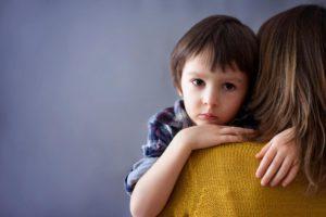 Ребенок с тиком