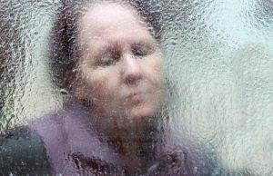Женщина окно